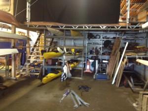Kajakkstativet innerst i båthallen