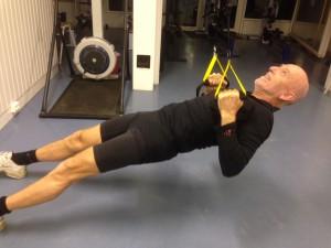 Jan Giltvedt viser riktig bruk av slynge med strak kropp.