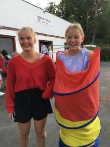 Hannah Grude og Anna Luna Bjønness Yngsdal var pyntet for anledningen.