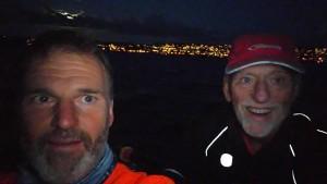 Christian Gross og Jan Giltvedt rodde rundt Malmøya i måneskinn.