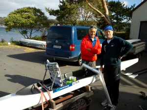 Ole Martin Berge (Ormsund) og Per Helge Brun Svendsen (Norges Roforbund) rigget opp båten.