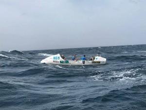 Båten tåler røff sjø og høye bølger.
